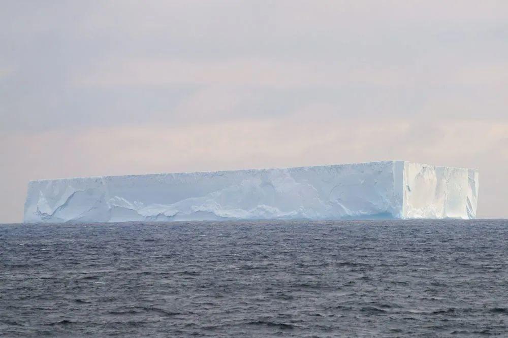 1270平方公里!南极洲一冰山脱落,比美国纽约市还大